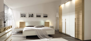 huelsta-moebel-hulsta-furniture-CUTARO-Bett-bed-Braunkernesche-Lack_weiss-Leder_weiss-light_brown_ash-white_lacquer-leather_white-1