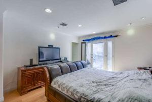 4559 Matilija Ave Sherman Oaks-small-017-25-Master Bedroom-666x449-72dpi
