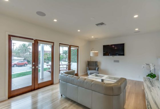 223 Waterview St Playa del Rey-large-004-40-Living Room-1500x1000-72dpi