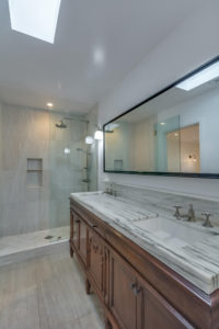 223 Waterview St Playa del Rey-large-034-1-Master Bath-667x1000-72dpi