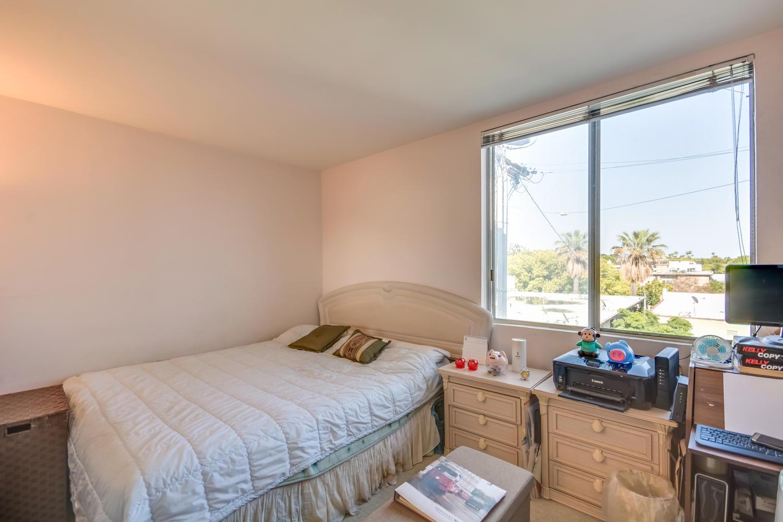 1124 N La Cienega Blvd West-large-015-15-Bedroom-1500x1000-72dpi